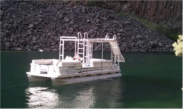 Pontoon Boat Rentals | Lake Billy Chinook